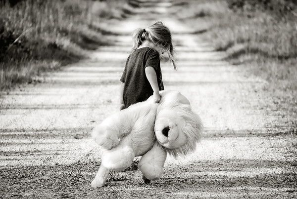 Fillette et son nounours